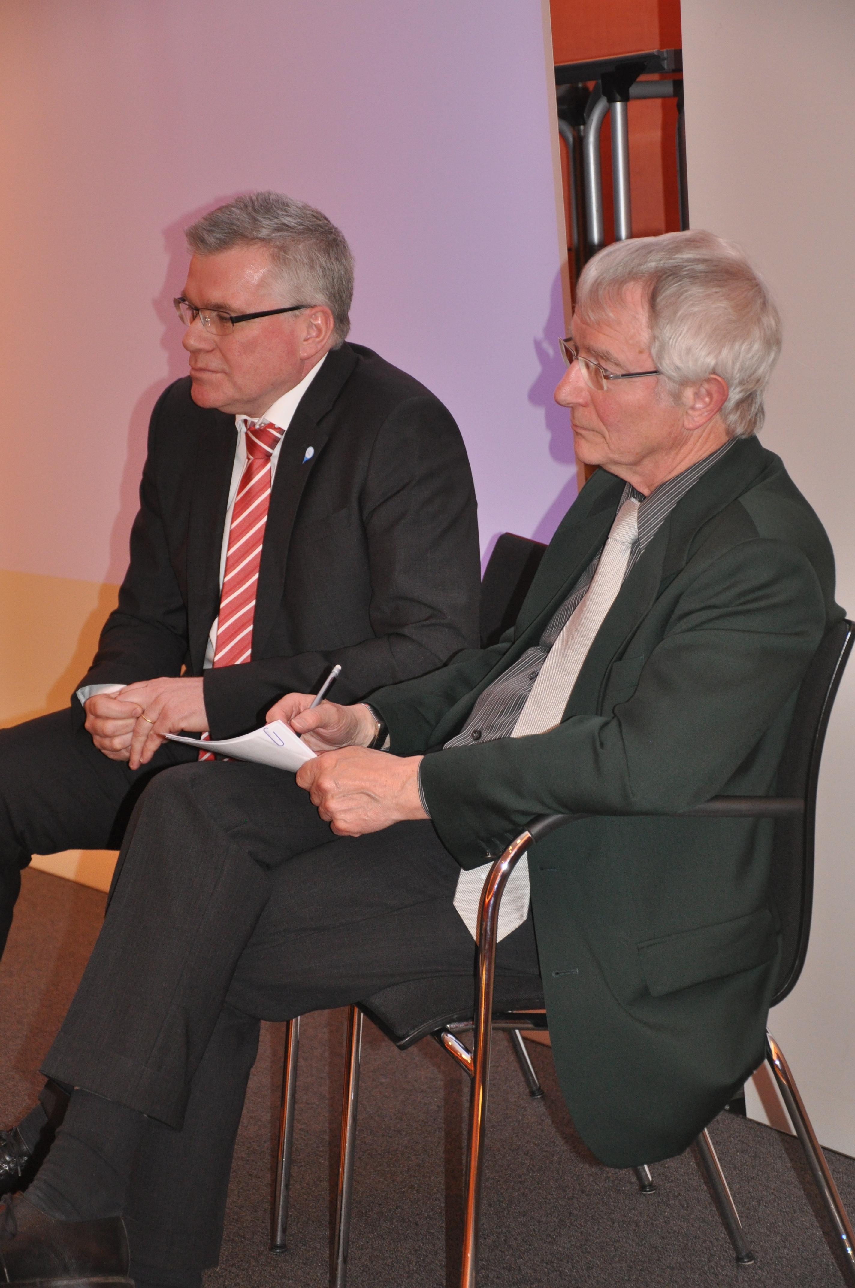 A. Südmeier (li.) und Dr. Dieter Attig auf dem Podium